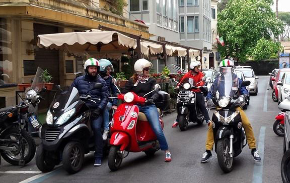 Vespa scooter rent rome for Day office roma