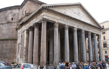 My-scooter-rent-in-rome-tour-square-piazza-del-pantheon