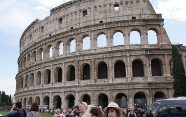 My-scooter-rent-in-rome-vespa-tour_colosseo-colosseum