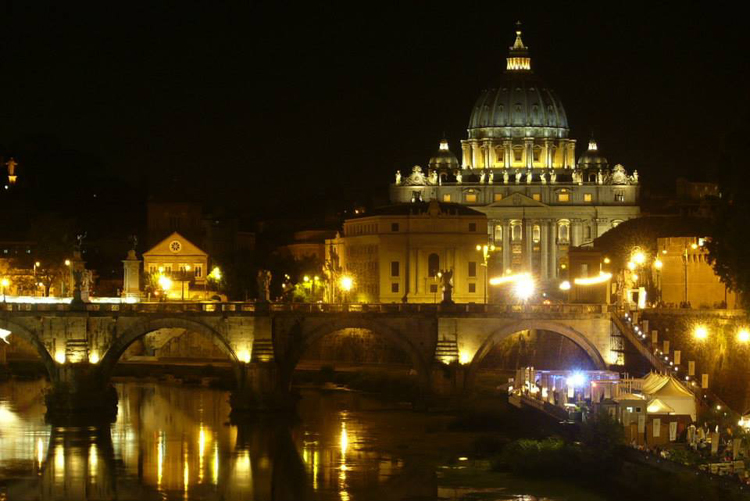 Visit-rome-by-night-San-Peter